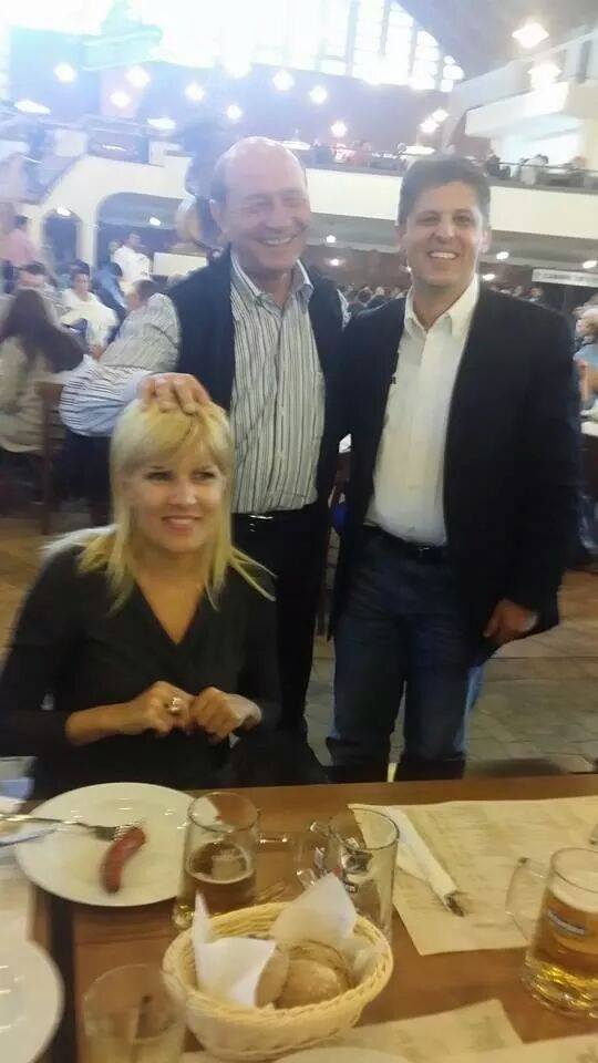 O fotografie normală cu Băsescu și Udrea